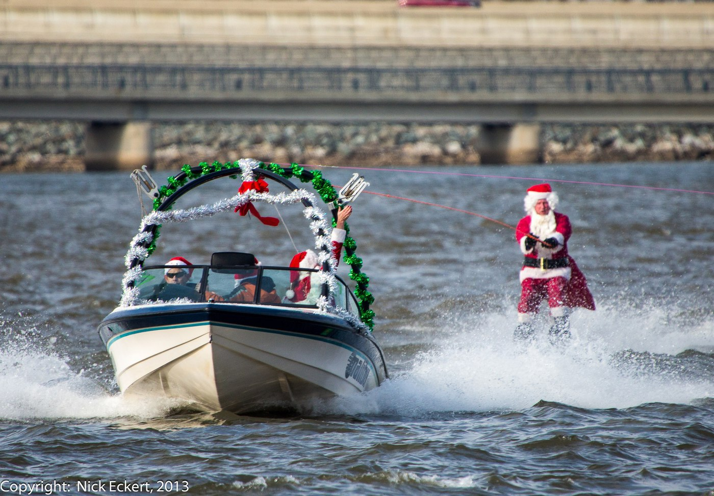 Waterskiing-Santa-CREDIT-Nick-Eckert_2100x1458_300_RGB
